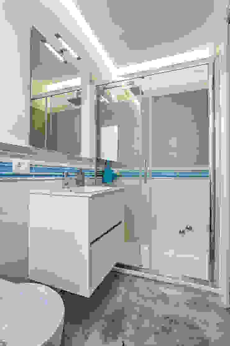 Salle de bain moderne par DFG Architetti Associati Moderne