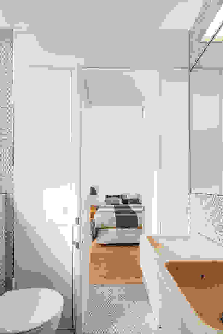 Casa de banho | Bathroom Casas de banho minimalistas por FMO ARCHITECTURE Minimalista
