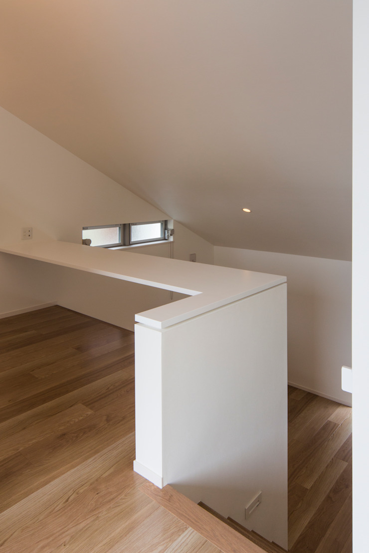 Modern Study Room and Home Office by Kenji Yanagawa Architect and Associates Modern Wood Wood effect