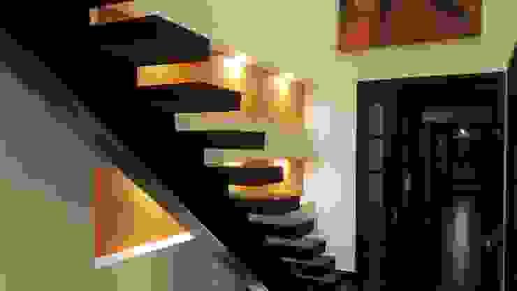 Escalera habitación principal Pasillos, vestíbulos y escaleras modernos de homify Moderno Concreto
