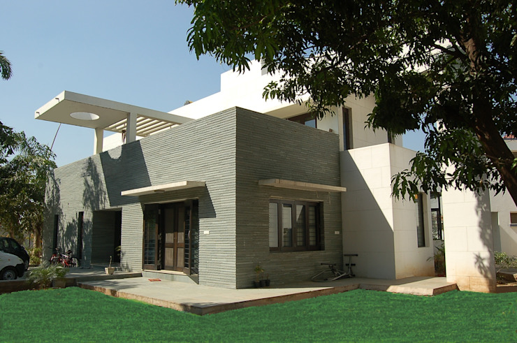 Residence Modern houses by AM Associates Modern Stone