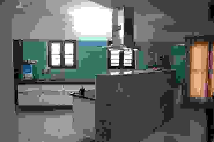 Residence Modern kitchen by AM Associates Modern Glass