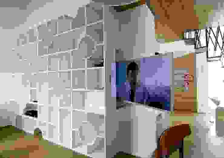 3rdskin architecture gmbh Sala de estarTV e mobiliário
