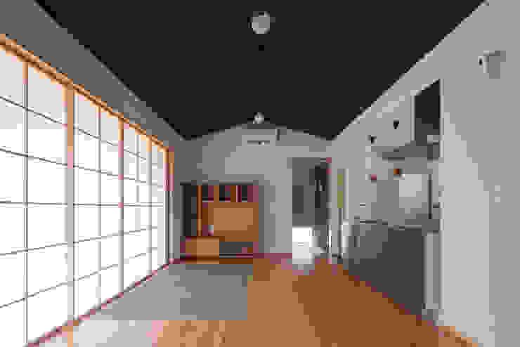 リビング ミニマルデザインの リビング の ㈱ライフ建築設計事務所 ミニマル 木 木目調