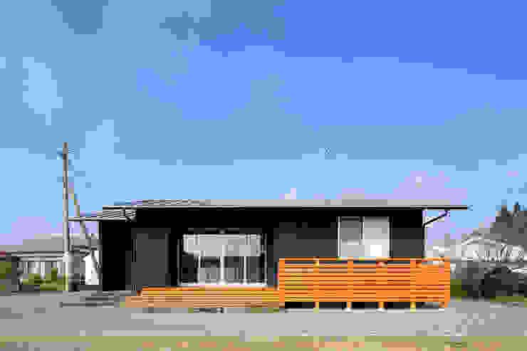 南側外観 ミニマルな 家 の ㈱ライフ建築設計事務所 ミニマル 木 木目調