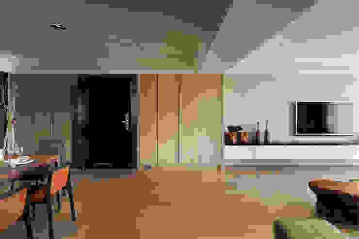 光復大廈 現代風玄關、走廊與階梯 根據 AIRS 艾兒斯國際室內裝修有限公司 現代風