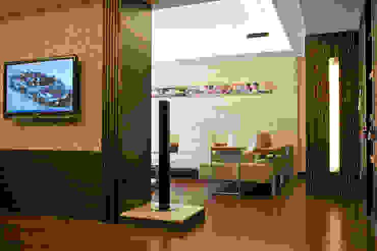 Гостиные в эклектичном стиле от AIRS 艾兒斯國際室內裝修有限公司 Эклектичный