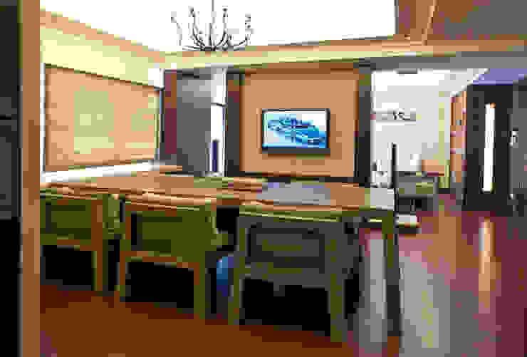 Столовая комната в эклектичном стиле от AIRS 艾兒斯國際室內裝修有限公司 Эклектичный