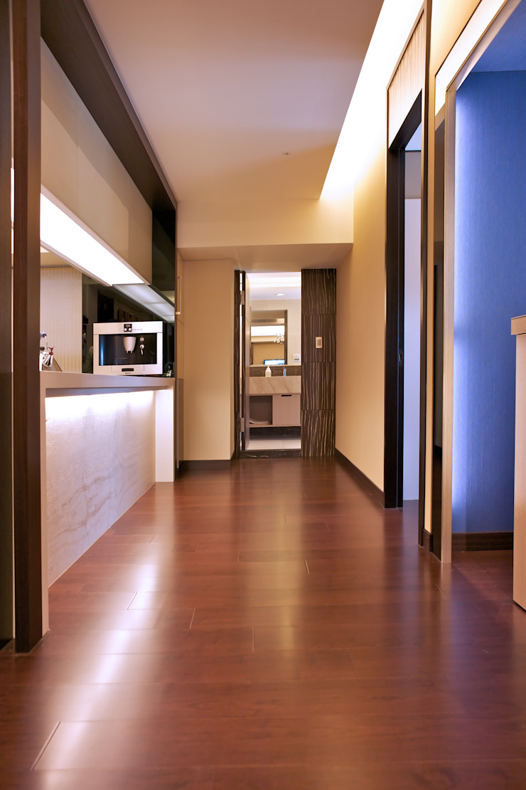 Eclectic style corridor, hallway & stairs by AIRS 艾兒斯國際室內裝修有限公司 Eclectic