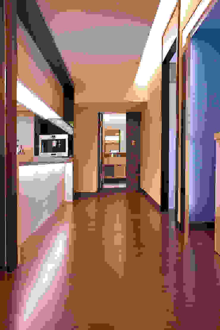 Коридор, прихожая и лестница в эклектичном стиле от AIRS 艾兒斯國際室內裝修有限公司 Эклектичный