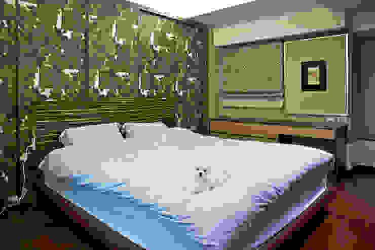 Спальня в эклектичном стиле от AIRS 艾兒斯國際室內裝修有限公司 Эклектичный