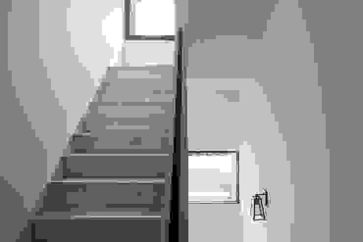 台中福雅路 斯堪的納維亞風格的走廊,走廊和樓梯 根據 思維空間設計 北歐風
