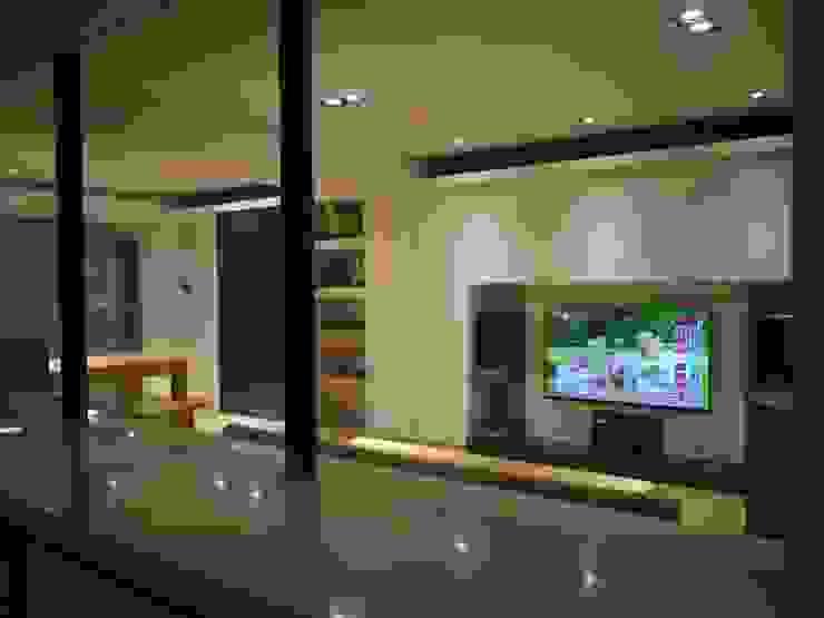 民生華廈 現代廚房設計點子、靈感&圖片 根據 AIRS 艾兒斯國際室內裝修有限公司 現代風