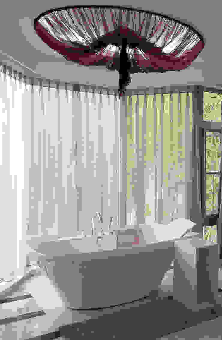 挹翠山莊 現代浴室設計點子、靈感&圖片 根據 AIRS 艾兒斯國際室內裝修有限公司 現代風