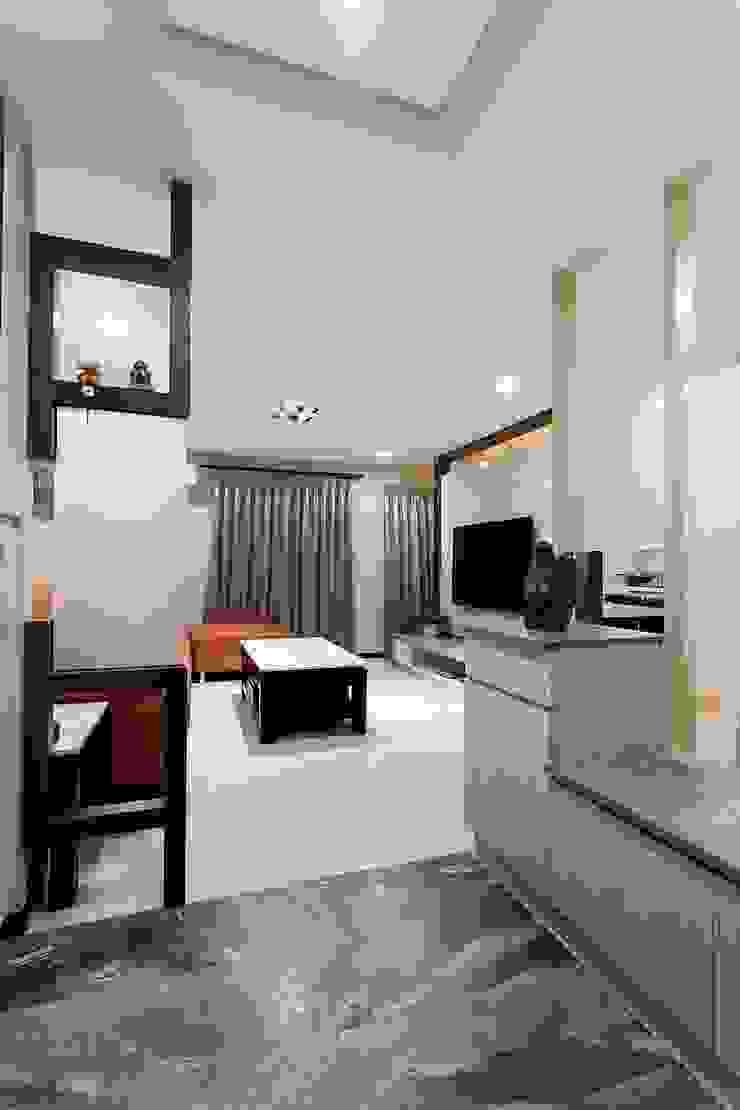 小坪數樓中樓翻新 現代風玄關、走廊與階梯 根據 Green Leaf Interior青葉室內設計 現代風