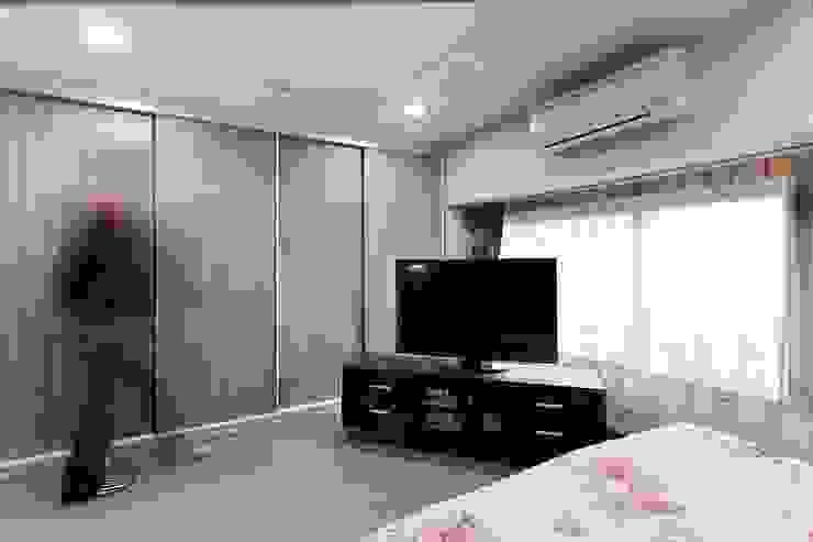 小坪數樓中樓翻新 現代浴室設計點子、靈感&圖片 根據 Green Leaf Interior青葉室內設計 現代風
