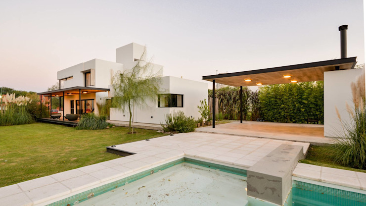 Casa VA: Piletas de estilo  por Development Architectural group