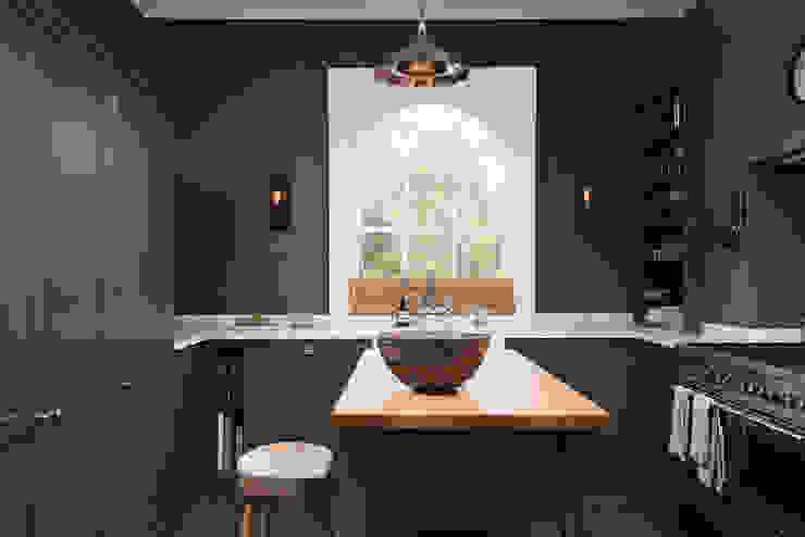 The Bloomsbury WC1 Kitchen by deVOL deVOL Kitchens Nhà bếp phong cách kinh điển Grey