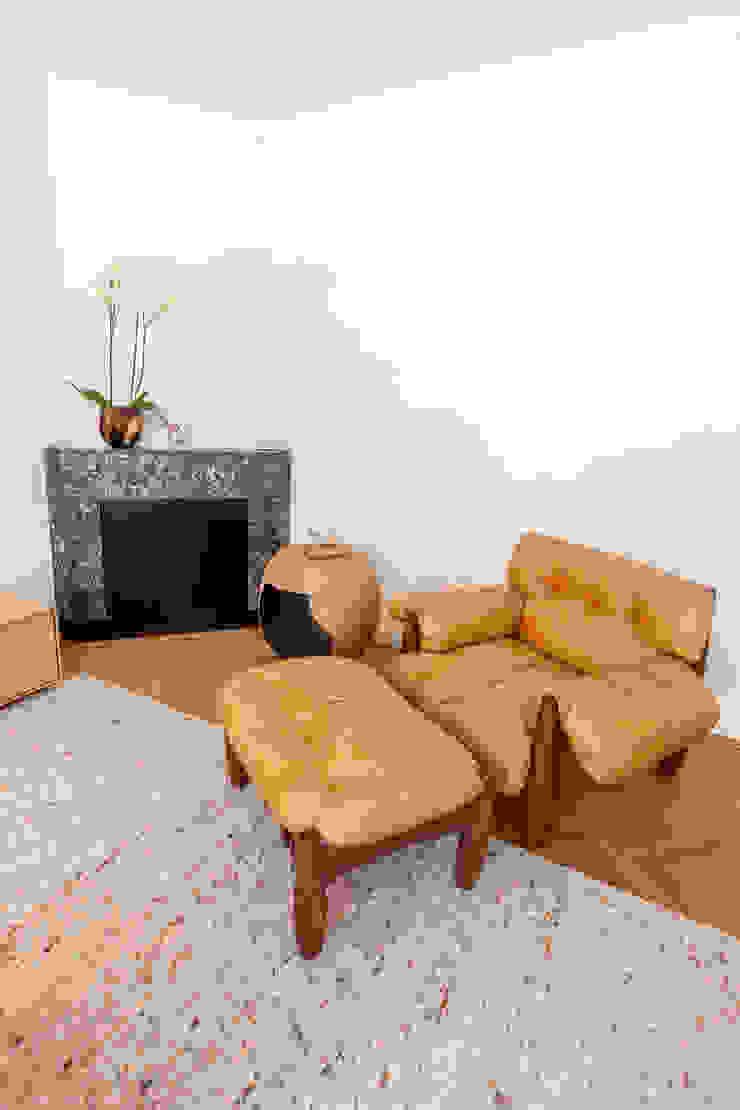 Modern living room by Aangenaam Interieuradvies Modern