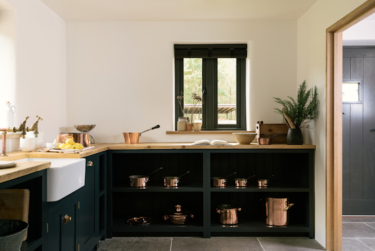 The Leicestershire Kitchen in the Woods by deVOL Dapur Gaya Country Oleh deVOL Kitchens Country