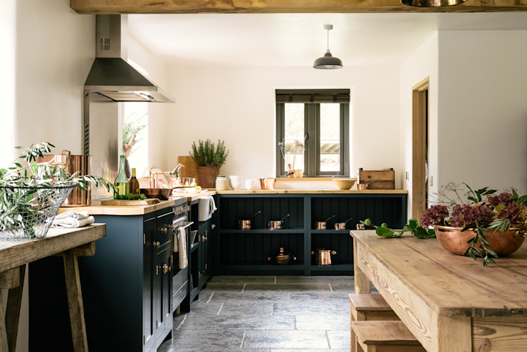 The Leicestershire Kitchen in the Woods by deVOL deVOL Kitchens Wiejska kuchnia Niebieski