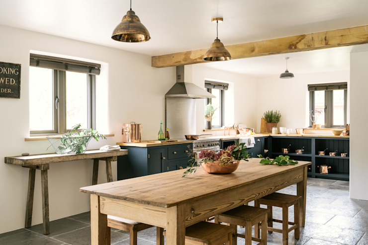 The Leicestershire Kitchen in the Woods by deVOL 根據 deVOL Kitchens 鄉村風