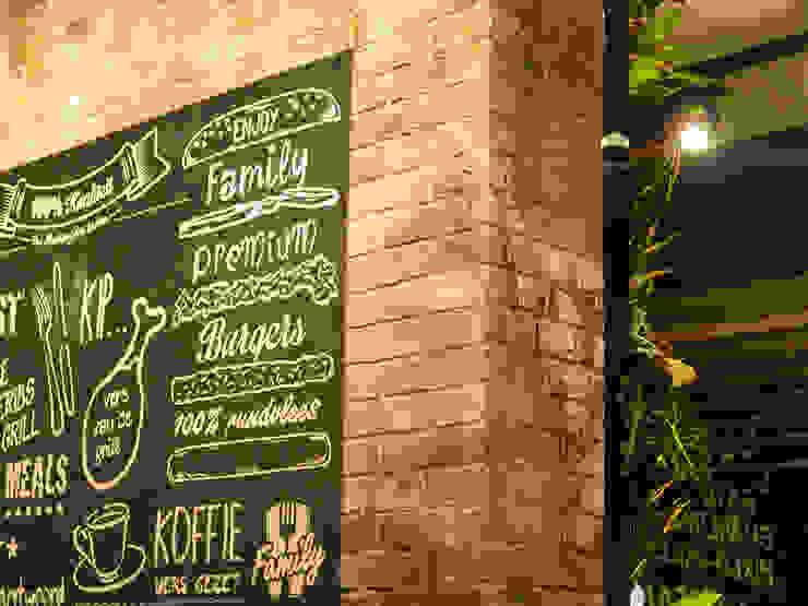 Industriële bakstenen muur in cafetaria 'family treffers' van StonePress Industrieel