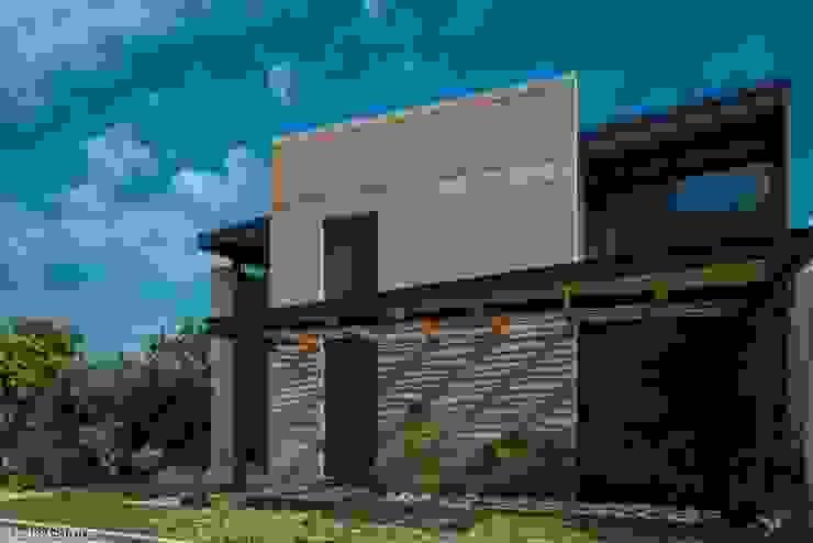 Fachada Norte Casas modernas de arquitecturalternativa Moderno
