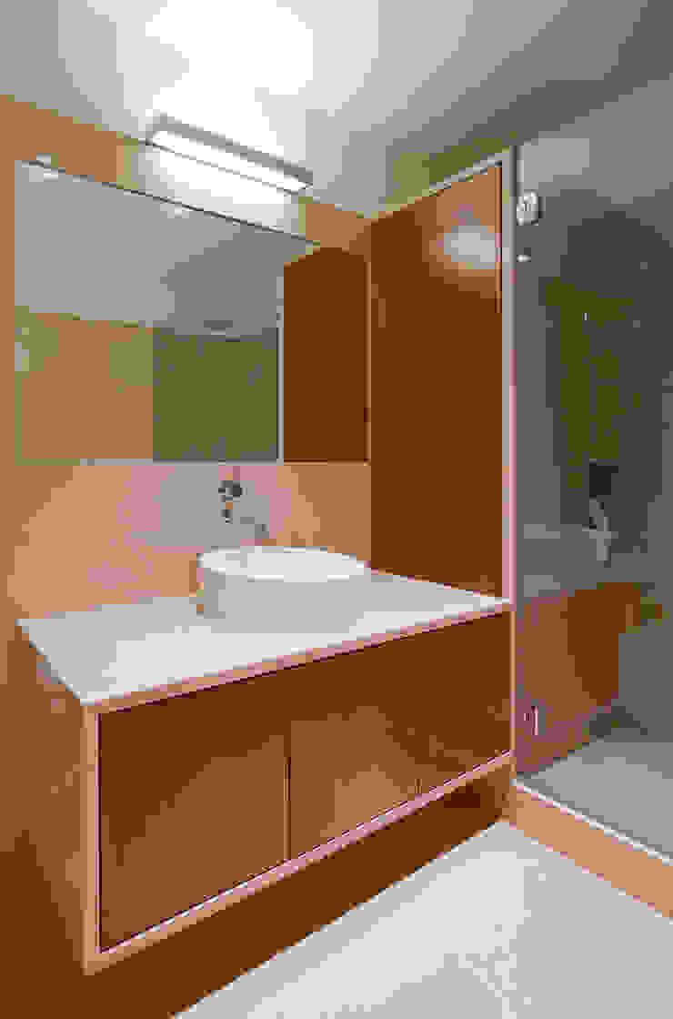 Minimalistyczna łazienka od FMO ARCHITECTURE Minimalistyczny