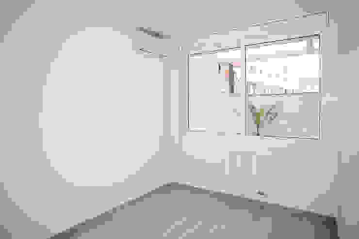 Dormitorio principal Habitaciones modernas de Grupo Inventia Moderno Concreto