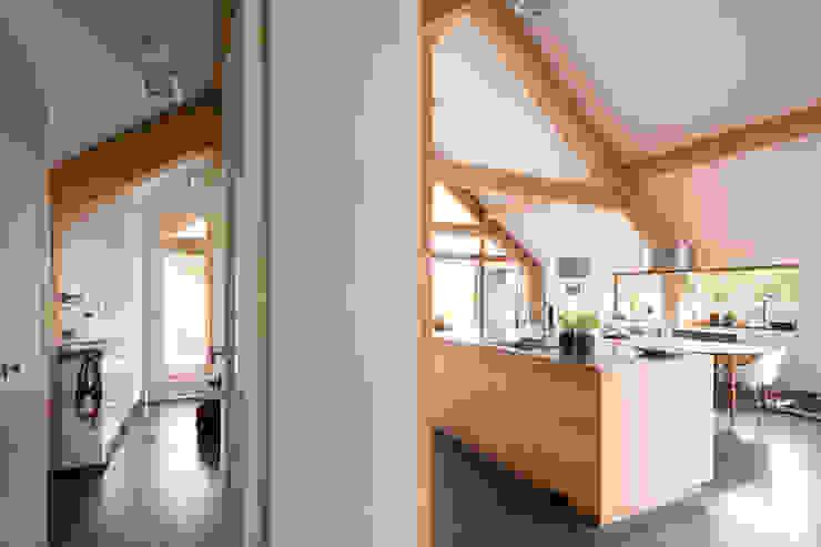 現代廚房設計點子、靈感&圖片 根據 Kwint architecten 現代風