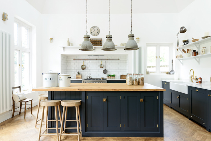 The Arts and Crafts Kent Kitchen by deVOL 인더스트리얼 주방 by deVOL Kitchens 인더스트리얼
