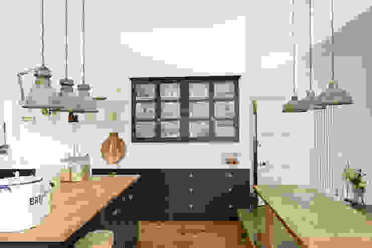 The Arts and Crafts Kent Kitchen by deVOL deVOL Kitchens Industrial style kitchen Blue