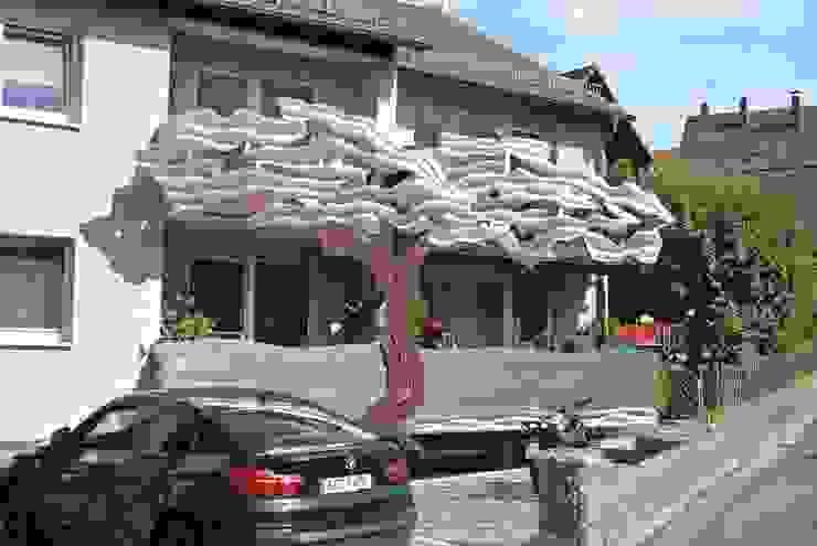 Балкон и терраса в стиле модерн от Edelstahl Atelier Crouse: Модерн Металл