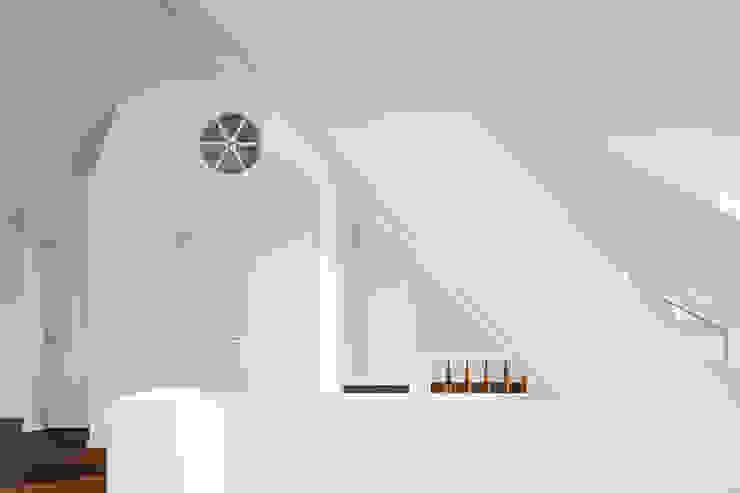living area brandt+simon architekten Modern Living Room White