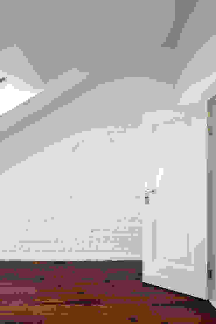 Schlafzimmer brandt+simon architekten Moderne Schlafzimmer Ziegel Weiß
