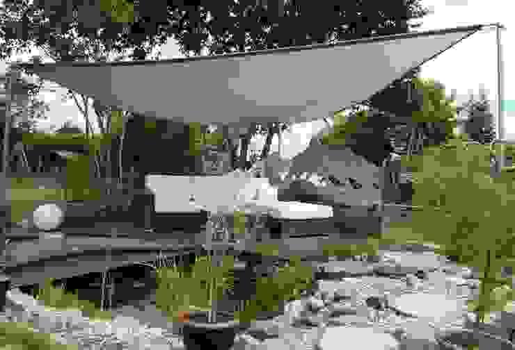 Mountain High Edelstahl Atelier Crouse: Moderner Balkon, Veranda & Terrasse Metall Metallic/Silber