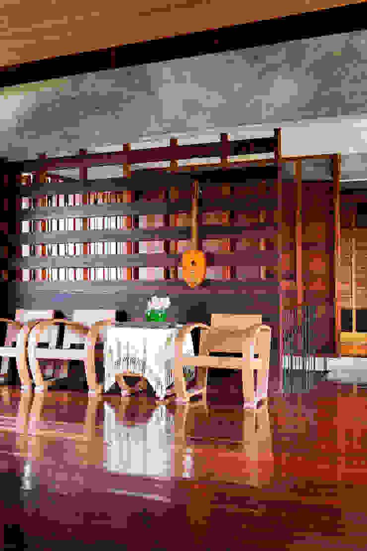 Baan Kong ( Grandfather's house): ประเทศ  โดย บริษัท สถาปนิกชุมชนและสิ่งแวดล้อม อาศรมศิลป์ จำกัด, คันทรี่ ไม้ Wood effect
