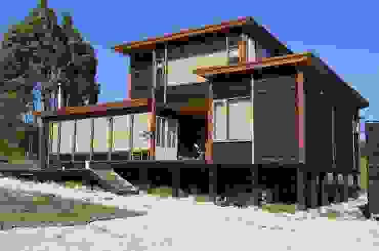 Casas rústicas por BLAC arquitectos Rústico Madeira Efeito de madeira