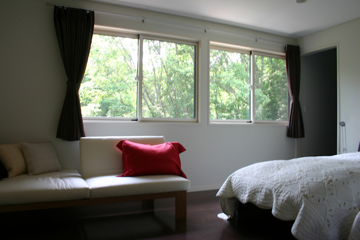 Modern style bedroom by Mアーキテクツ 高級邸宅 豪邸 注文住宅 別荘建築 LUXURY HOUSES   M-architects Modern Wood Wood effect