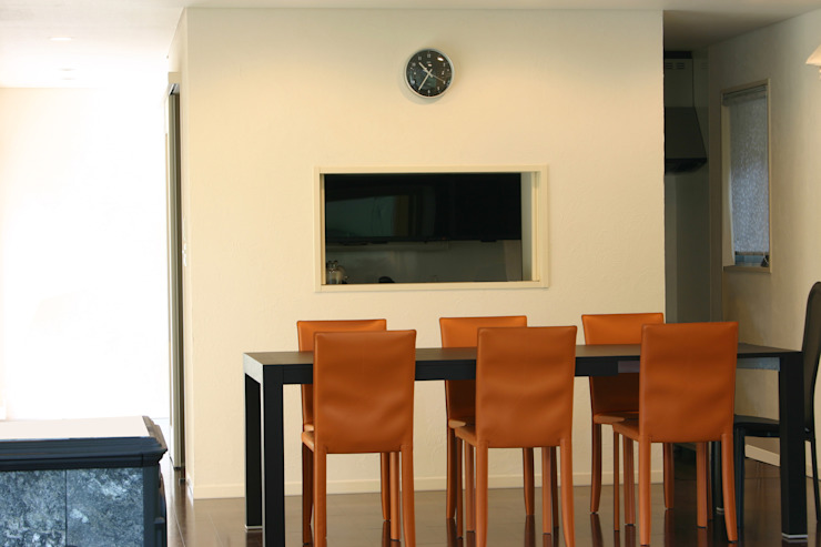 Modern dining room by Mアーキテクツ 高級邸宅 豪邸 注文住宅 別荘建築 LUXURY HOUSES   M-architects Modern Plywood