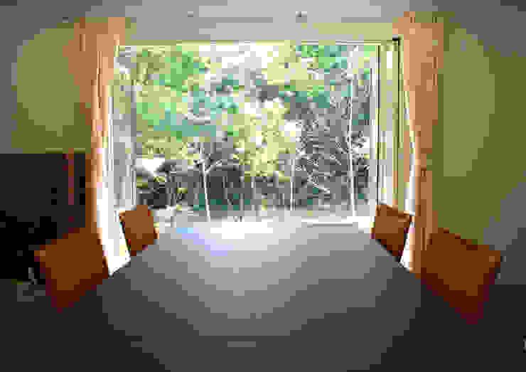 Modern dining room by Mアーキテクツ 高級邸宅 豪邸 注文住宅 別荘建築 LUXURY HOUSES   M-architects Modern Wood Wood effect