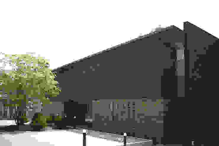 Modern houses by Mアーキテクツ 高級邸宅 豪邸 注文住宅 別荘建築 LUXURY HOUSES   M-architects Modern Bricks