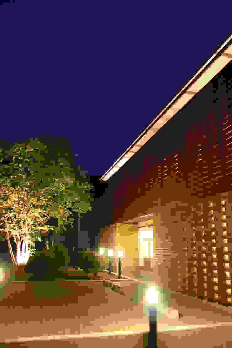 Modern houses by Mアーキテクツ 高級邸宅 豪邸 注文住宅 別荘建築 LUXURY HOUSES   M-architects Modern Wood Wood effect