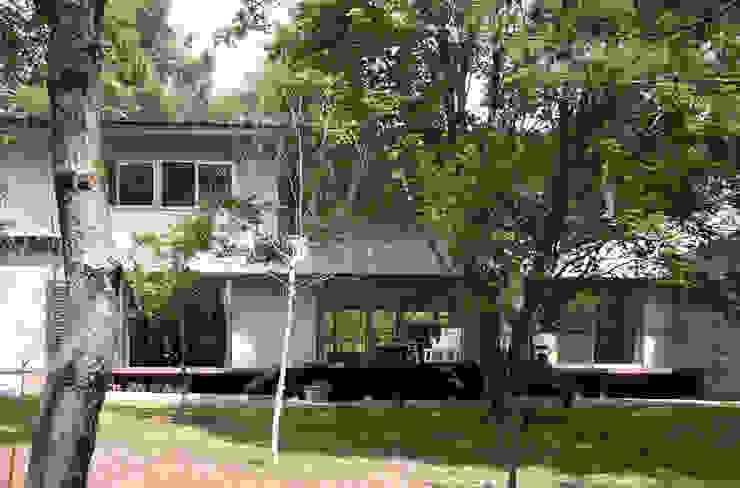 Modern houses by Mアーキテクツ 高級邸宅 豪邸 注文住宅 別荘建築 LUXURY HOUSES   M-architects Modern Wood-Plastic Composite