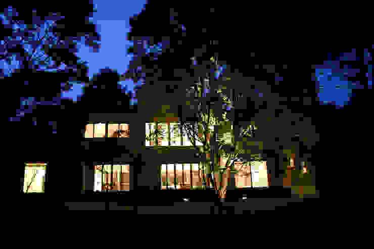 Modern houses by Mアーキテクツ 高級邸宅 豪邸 注文住宅 別荘建築 LUXURY HOUSES   M-architects Modern Engineered Wood Transparent