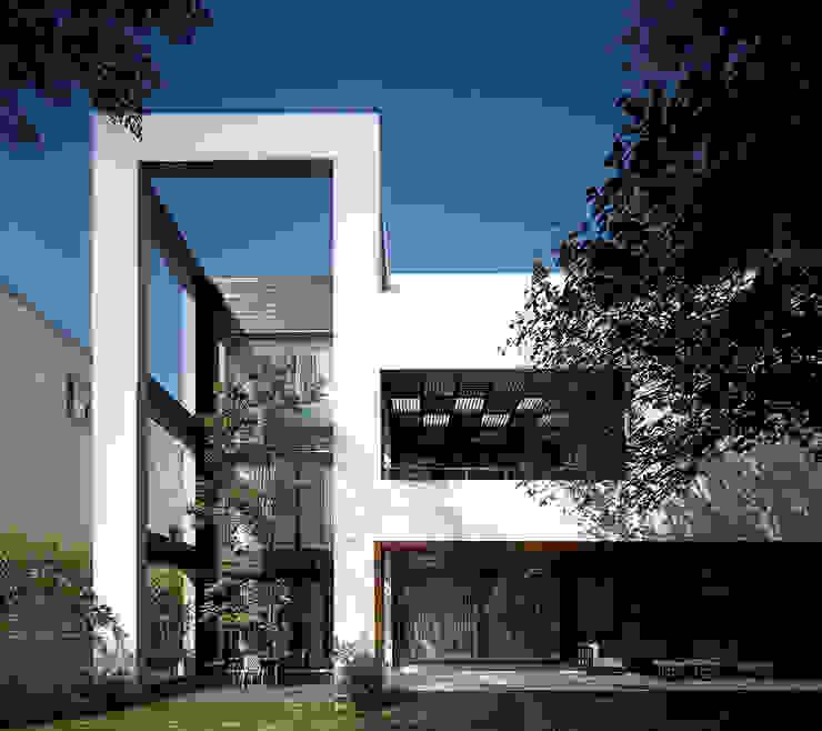 Traveler's House Modern houses by Morphogenesis Modern