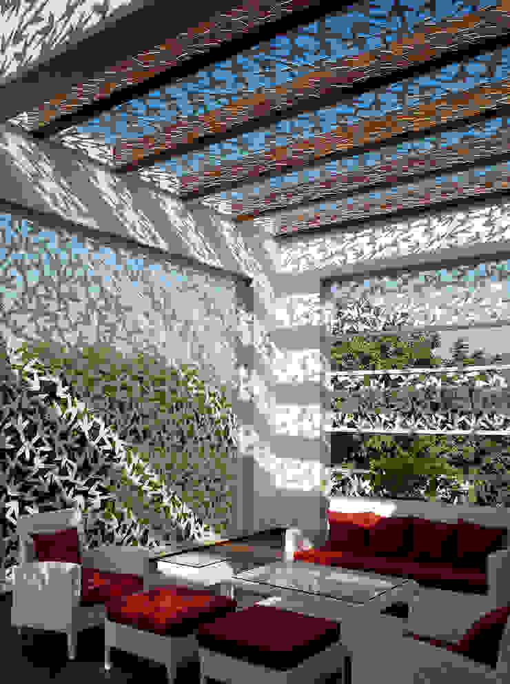 Traveler's House Modern balcony, veranda & terrace by Morphogenesis Modern Metal