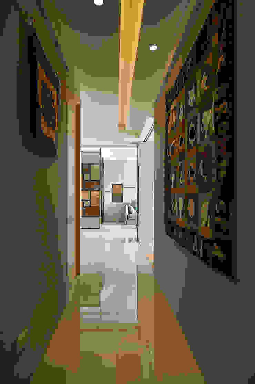 處處有端景的藝術住家 現代風玄關、走廊與階梯 根據 青瓷設計工程有限公司 現代風