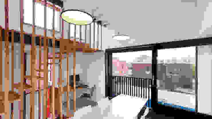 Wonen boven het maaiveld Moderne eetkamers van ARCHITECTUURBUREAU project.DWG Modern
